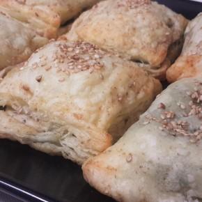 """Burekas de """"queso"""" yespinacas"""